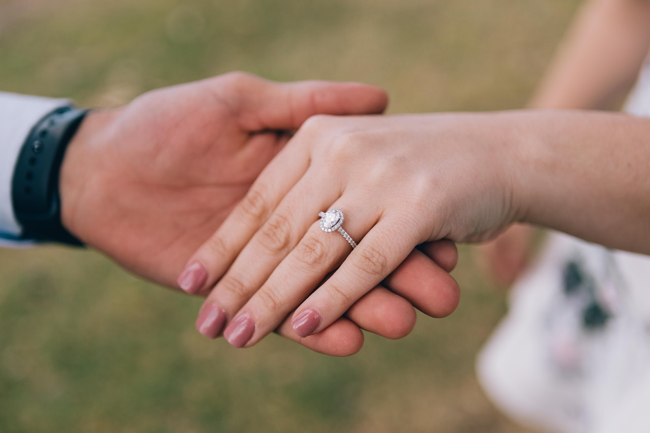 What Does It Mean To Dream of an Engagement Ring?
